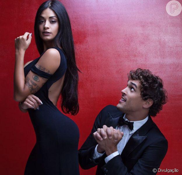 Felipe Roque, prestes a estrear peça com Aline Riscado, elogia a namorada: 'Vai derrubar rótulos'. Casal fará primeira apresentação de 'Jogo do Amor' nesta sexta-feira, 13 de janeiro de 2017