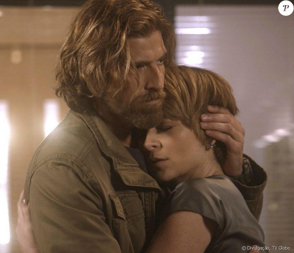 Helô (Claudia Abreu) sofre um aborto espontâneo no momento em que Laura (Heloisa Jorge) conta a Pedro (Reynaldo Gianecchini) que tem uma filha com ele, na novela 'A Lei do Amor', em janeiro de 2017