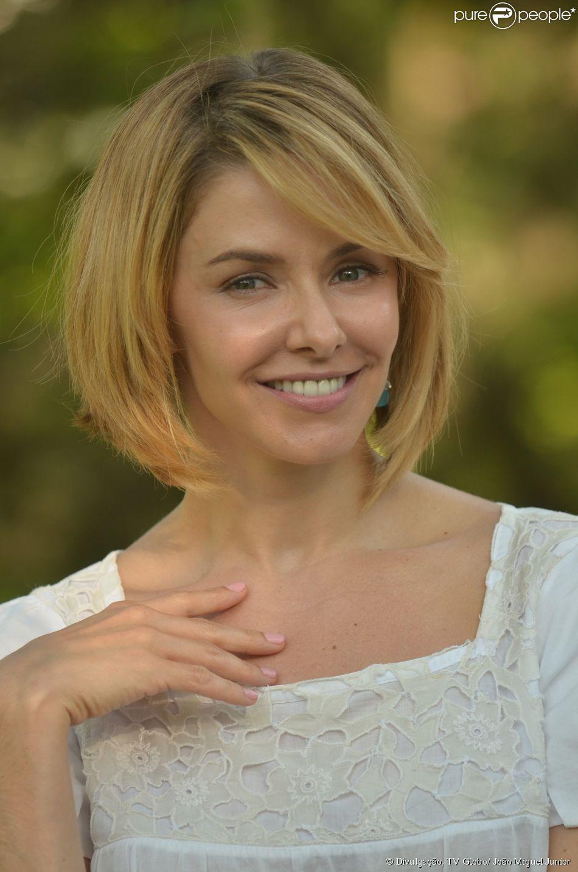 Bianca Rinaldi é a médica Silvia, amiga de Felipe (Thiago Mendonça) e noiva de Gabriel (Miguel Thiré), na novela 'Em Família'