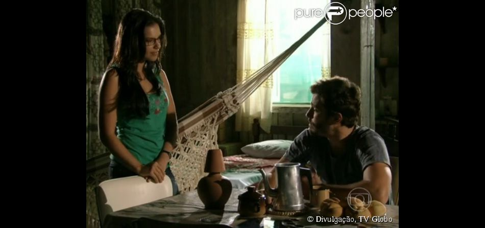 William (Thiago Rodrigues) e Celina (Mariana Rios) se beijam, em 'Além do Horizonte', em 3 de fevereiro de 2014