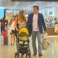 Luciano Szafir no aeroporto Santos Dumont, no Rio de Janeiro,com a mulher, Luhanna Melloni, e o filho do casal, David,nesta sexta-feira, 31 de janeiro de 2014