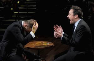 David Beckham quebra ovo na própria cabeça após dar ovada em apresentador de TV
