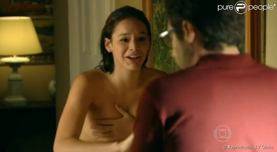 Bruna Marquezine surge provocante no papel de Helena na estreia da novela 'Em Família', nesta segunda-feira, 3 de fevereiro de 2014