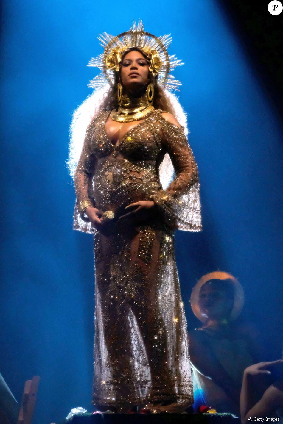 Beyoncé se apresentou pela primeira vez após anunciar a gravidez no palco do Grammy 2017, evento queaconteceu no Staples Center, em Los Angeles, nos Estados Unidos, neste domingo, 12 de fevereiro de 2017