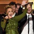 Adele venceu cinco categorias às quais estava indicada e, em uma delas, decidiu dividir com Beyoncé: ' Eu não acho possível aceitar esse prêmio. A artista da minha vida é Beyoncé. E este álbum para mim, o 'Lemonade', é tão monumental e tão bem pensado, tão bonito, com alma... '