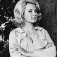 Bond-girl do filme '007 Contra a Chantagem Atômica', de 1965, Molly Peters faleceu aos 75 anos em 31 de maio de 2017. A atriz ficou conhecida por ser a primeira Bond-girl a ficar nua nos longas do agente James Bond