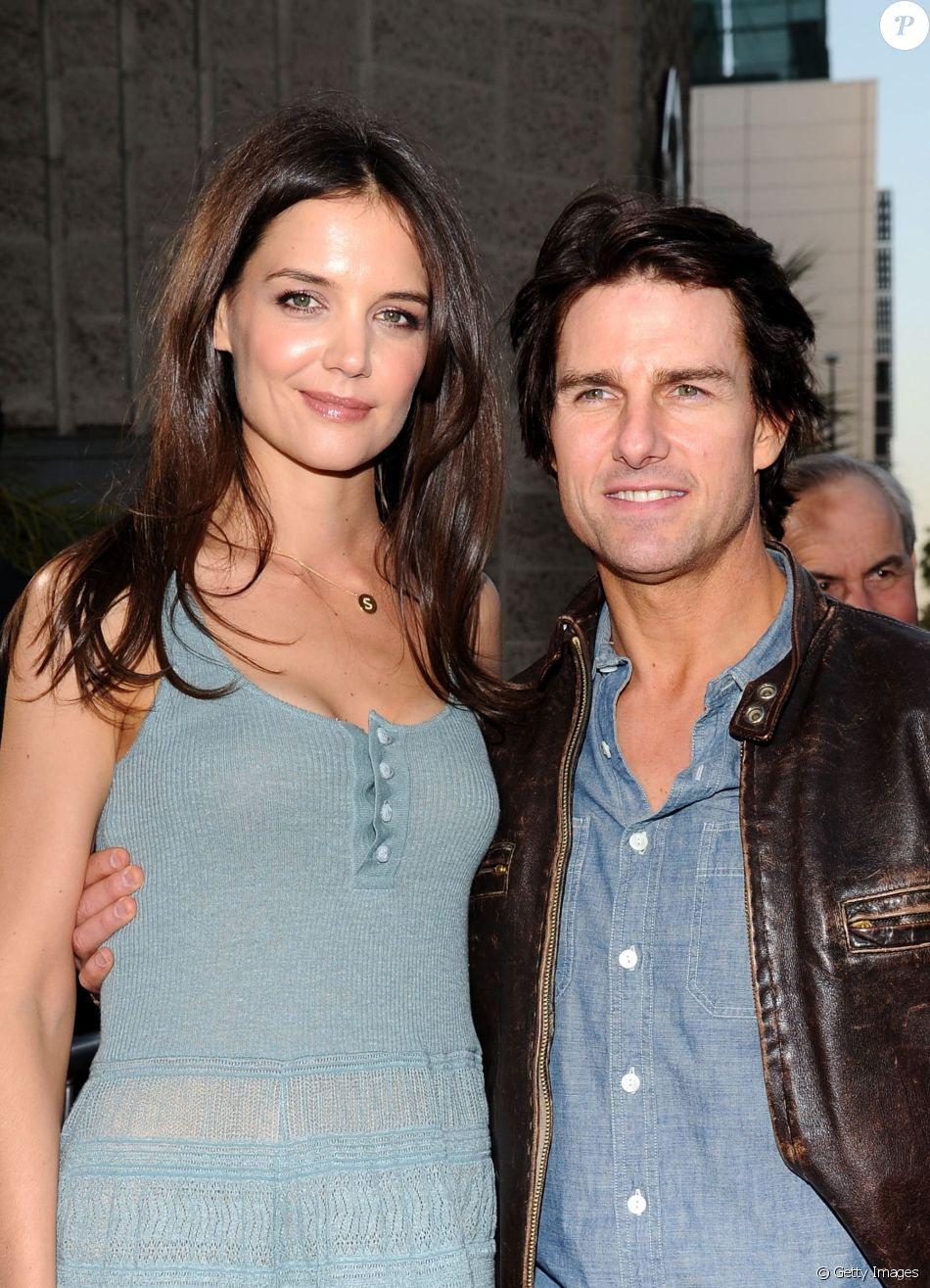 Katie Holmes procura Tom Cruise após morte de ex-sogra,  Mary Lee South