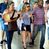 Sandy, depois de gravar com Tatá Werneck, é tietada por fãs em aeroporto. Fotos!