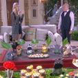 Para agradar Gustavo (Carlo Porto),  Nicole (  Dani Gondim  ) contrata um bufê e leva a decoração para a festa do pijama de  Dulce Maria (Lorena Queiroz) , na novela 'Carinha de Anjo'