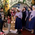 Madre Superiora (Eliana Guttman) autoriza que Fabiana (Karin Hils) e o coral de Novo Horizonte grave para o concurso do programa de TV,     na novela 'Carinha de Anjo'