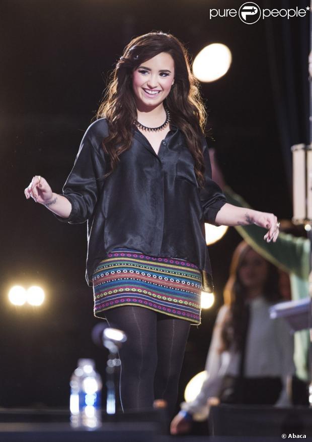Demi Lovato mora há mais de um ano em uma instituição de apoio a pessoas que passaram por reabilitação, segundo informações do site americano 'TMZ', nesta sexta-feira, 11 de janeiro de 2013