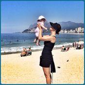 Guilhermina Guinle mostra ótima forma em passeio na praia com a filha, Minna