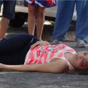 'Em Família': Gorete (Carol Macedo) é atropelada por um ônibus; veja fotos