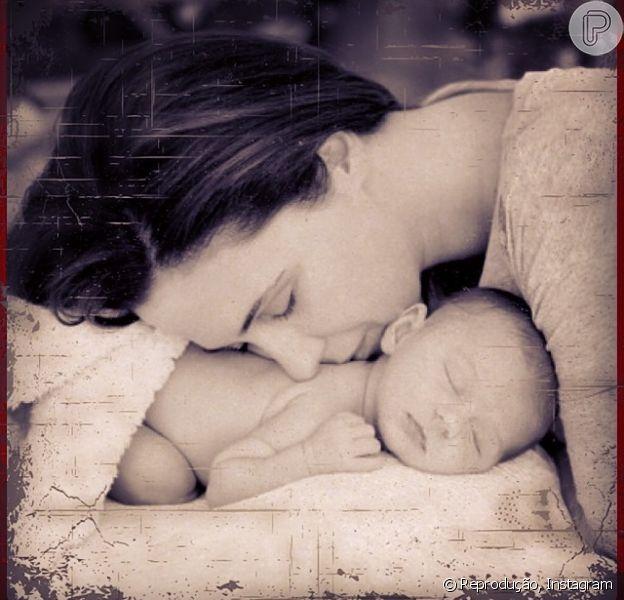 Guilhermina Guinle posou com Minna, a filha de 5 meses