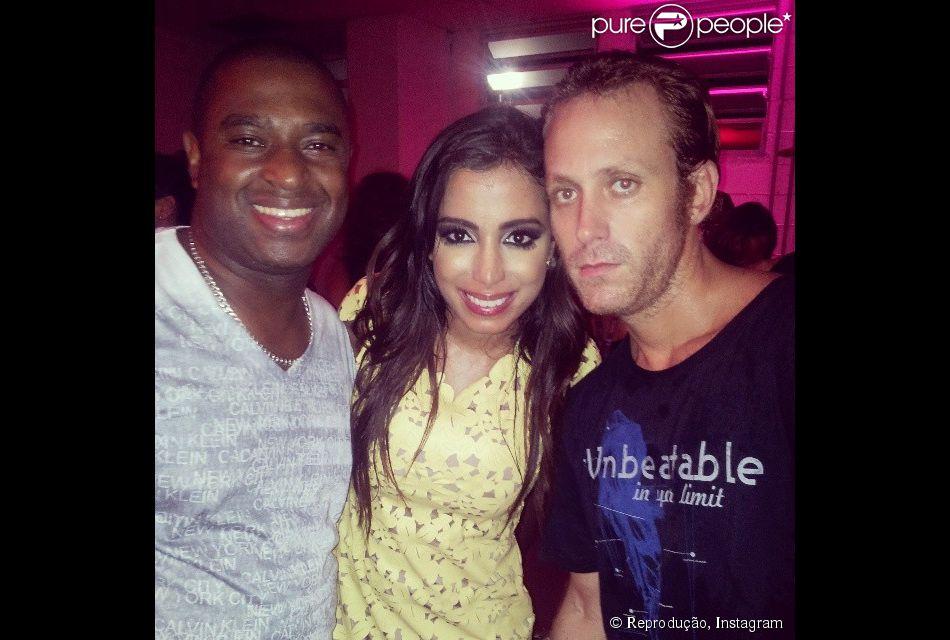 Sérgio Hondjakoff, o Cabeção, foi barrado no camarim de Anitta na gravação de seu DVD no último sábado, 16 de fevereiro de 2014, mas conseguiu entrar na festa após o show e posou com a cantora e Dino Boyer, sua dupla de funk, no HSBC Arena, no Rio de Janeiro