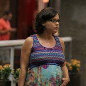 Grávida, Regiane Alves passeia com o marido em shopping do Rio e exibe barrigão