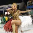 Ana Hickmann mostrou que tem samba no pé ao desfilar pela Vai Vai, em 2013