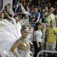 Sabrina Sato também desfila em São Paula e atravessou o Anhembi deslumbrante como madrinha de bateria da Gaviões da Fiel