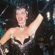 Luma de Oliveira causou polêmica ao desfilar, em 1998, com um coleira com o nome do então marido, o empresário Eike Batista