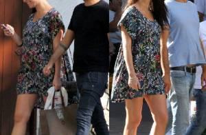 Grávida, Alinne Moraes repete vestido florido durante passeio com o namorado