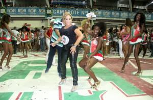 Susana Vieira cai no samba ao lado de passista em ensaio da Grande Rio