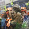 Christiane Torloni enfrentou um imprevisto no início do desfile da Grande Rio. O aplique que a atriz usava prendeu na parte de trás da fantasia. Felizmente ela conseguiu resolver a questão rapidamente e brilhar no desfile