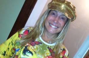 Susana Vieira, sem maquiagem, comemora colocação da Grande Rio: 'Faremos festa!'