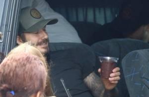 David Beckham deixa hotel tomando açaí e embarca em jatinho no Rio