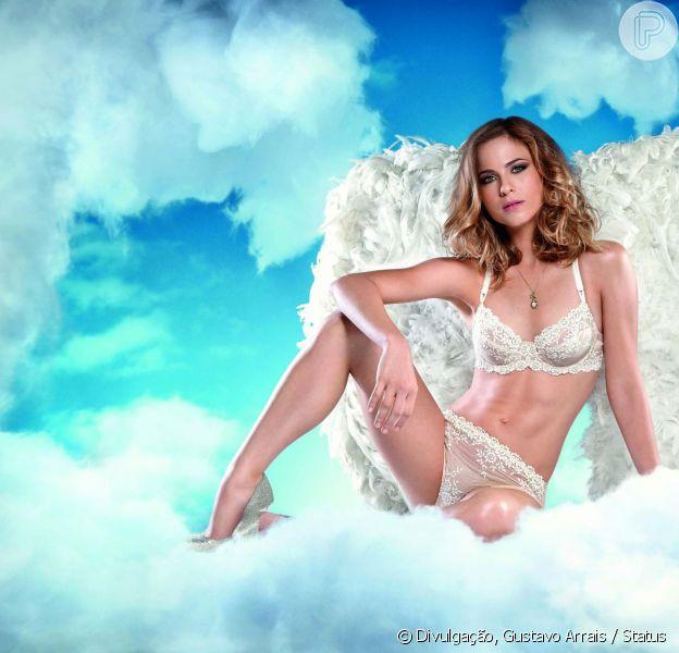 Luiza Valdetaro é capa da revista Status de março. Usando apenas lingerie branca, a atriz mostrou que está em ótima forma