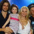 Leticia Spiller com a família reunida no Rio de Janeiro