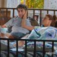 A Dra. Silvia (Bianca Rinaldi) explica que Cadu terá que ficar internado no hospital