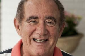 Renato Aragão faz exames e apresenta melhora, mas segue sem previsão de alta