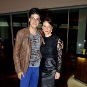 Mateus Solano leva Paula Braun para o lançamento do filme 'Confia em Mim'