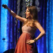 Grávida, Sandy usa vestido que marca barriga em show da turnê 'Sim' no Rio