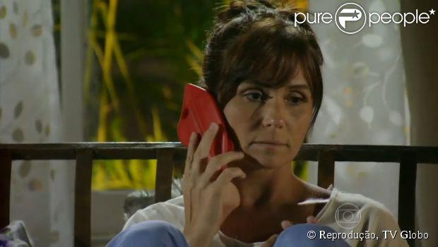 Personagem de Giovanna Antonelli na novela 'Em Família', Clara tem apostado em bodies e maxicolares. Confira peças usadas pela assistente de fotografia!