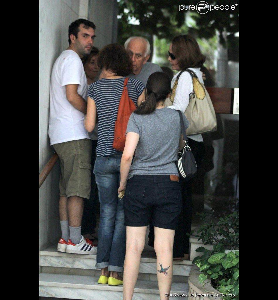 José Wilker estava na casa da namorada,  Claudia Montenegro, quando faleceu