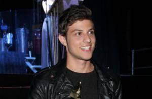 Chay Suede fecha contrato com a Globo, mas ainda tem vínculo com a Record