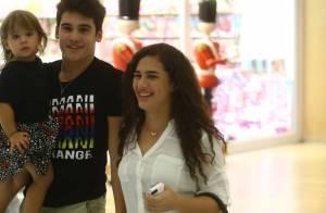 Lívian Aragão curte dia de compras com o namorado, Nicolas Prattes, em shopping