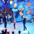 Jean Paulo participou neste domingo do programa 'Domingo Show', de Geraldo Luís. Aniversariante do dia, o ator ganhou uma festa surpresa no palco da atração