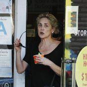 Aos 56 anos, Sharon Stone aparece irreconhecível sem maquiagem