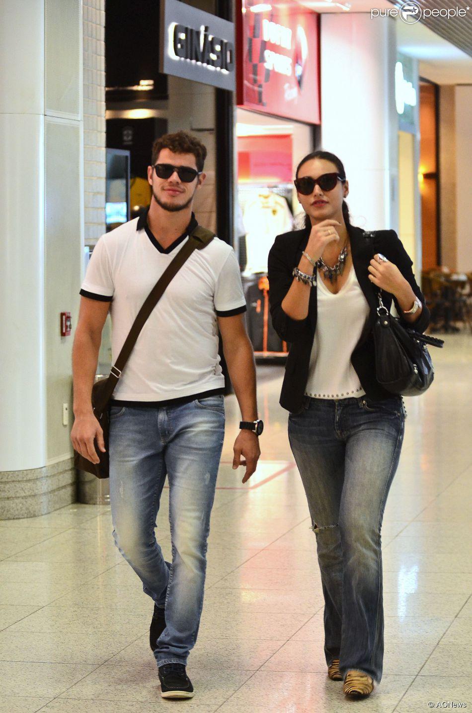 6836722813392 Débora Nascimento e José Loreto estão noivos, mas não definiram a data do  casamento