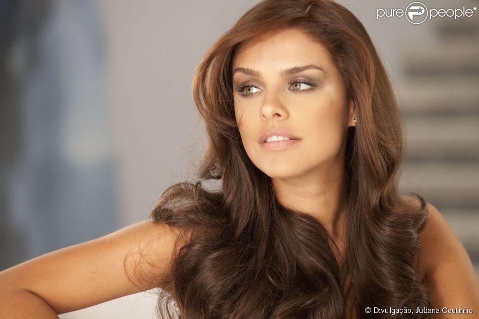 Paloma Bernardi completa 29 anos nesta segunda-feira, 21 de abril de 2014