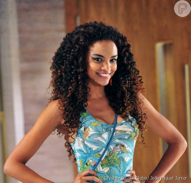 Sheyla (Lucy Ramos) tenta alertar Théo (Rodrigo Lombardi) e Lucimar (Dira Paes) de que Morena (Nanda Costa) está em perigo na Turquia, mas não é levada a sério, em 'Salve Jorge', em fevereiro de 2013