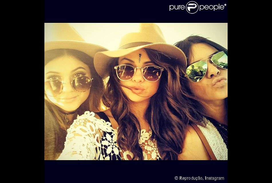 25ac4d6c1a Selena também parou de seguir Kendall e Kylie Jenner