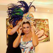 Laryssa Dias experimenta fantasia e ganha medalha da escola de samba Grande Rio