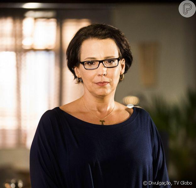 Selma (Ana Beatriz Nogueira) não aceita o namoro de Luiza (Bruna Marquezine) e Laerte (Gabriel Braga Nunes), em 9 de maio de 2014 na novela 'Em Família'