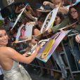 Simpática, Lea Michele distribuiu autógrafos
