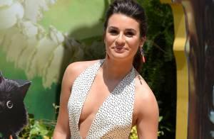 a13edf2794 Lea Michele usa vestido decotado e com fenda na première de  Legends of Oz