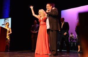 Susana Vieira divide palco com Zeca Pagodinho em premiação nos Estados Unidos