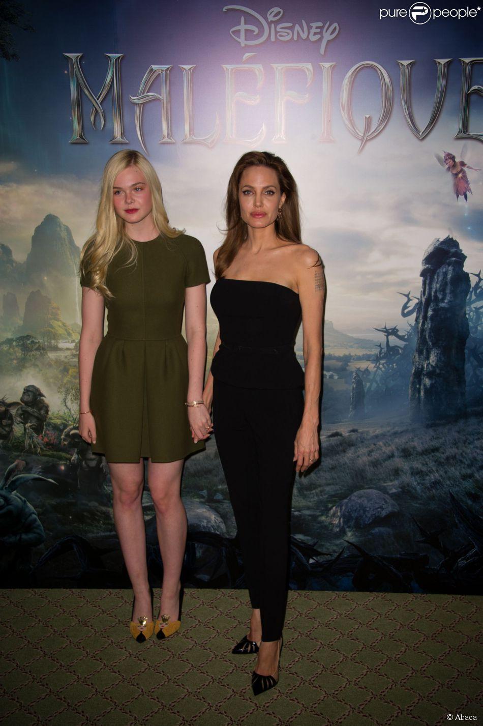 Angelina Jolie e Elle Fanning divulgaram o filme 'Malévola' na tarde desta terça-feira, 6 de maio de 2014